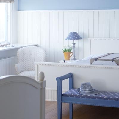 Værelser på Gilleleje Badehotel er stilfuldt indrettet efter klassiske dyder.
