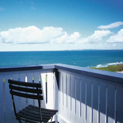 Udsigt fra hotellet. På Gilleleje Badehotel kan du nyde en enestående udsigt over vand og land.