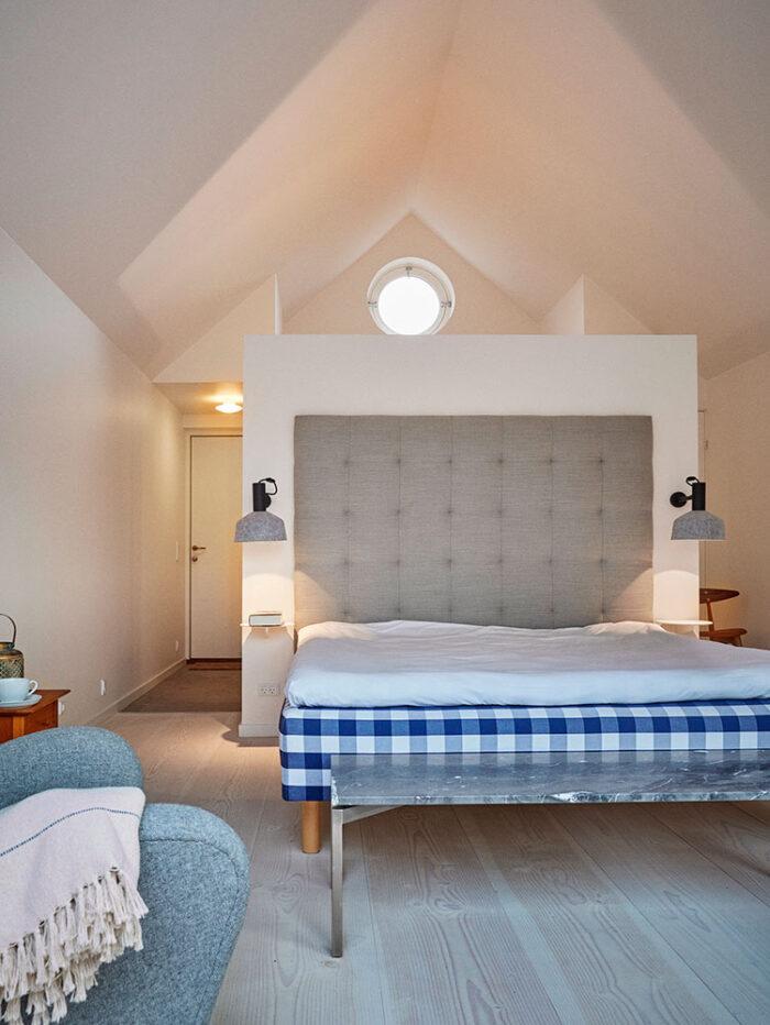 Hytten er indrettet med en hver en Hästens-seng af høj kvalitet.